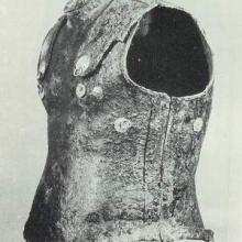 Cuirass side view. Source: Publication about the find